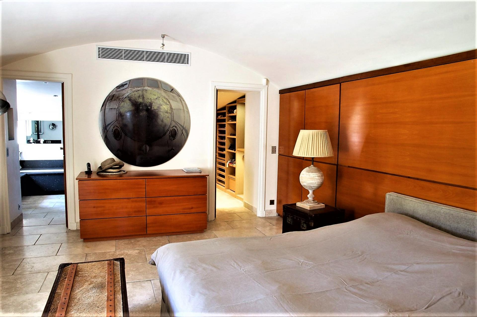 THE MASTER BEDROOM IN AN HOLIDAY VILLA WITH ITS DRESSING AND BATHROOM
